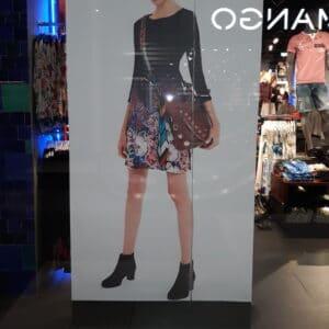 personalizare si decor vitrina centru comercial