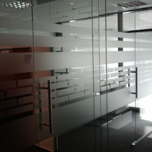 personalizare geamuri sticla birouri